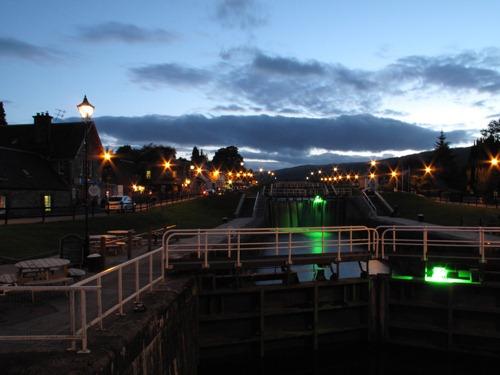 Schleusen in Fort Augustus mit Beleuchtung