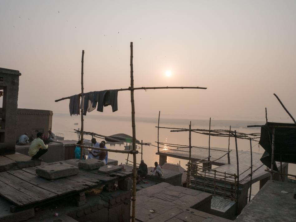 Sonnenaufgang am Ganges in Varanasi