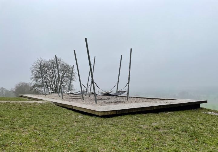 Hängematten am Lousberg im Nebel