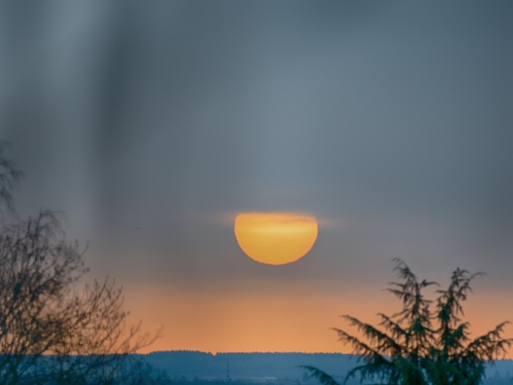 Sonnenaufgang mit Saharastaub